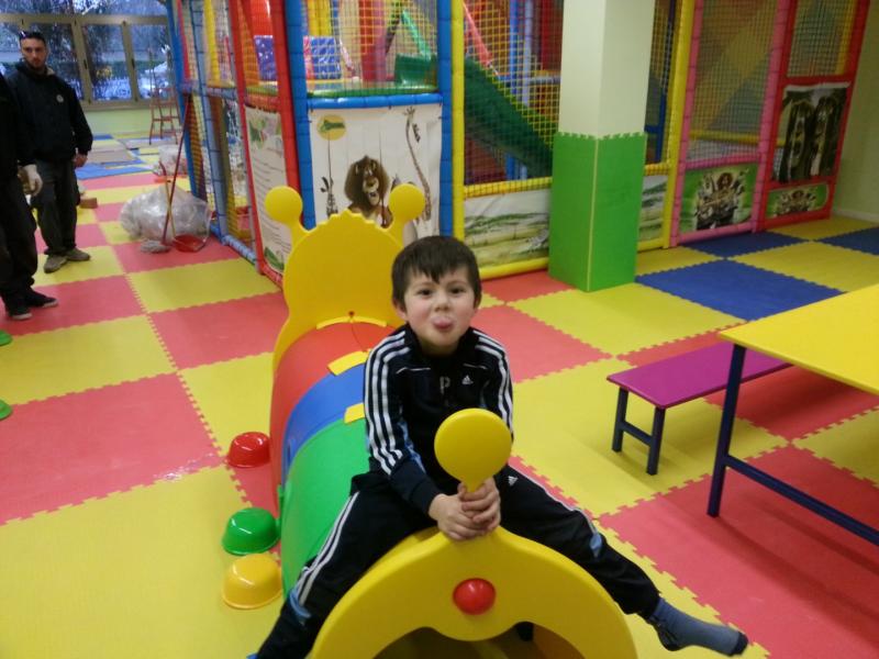 Bruco tunnel giochi gonfiabili e playground for Arredamento ludoteca usato