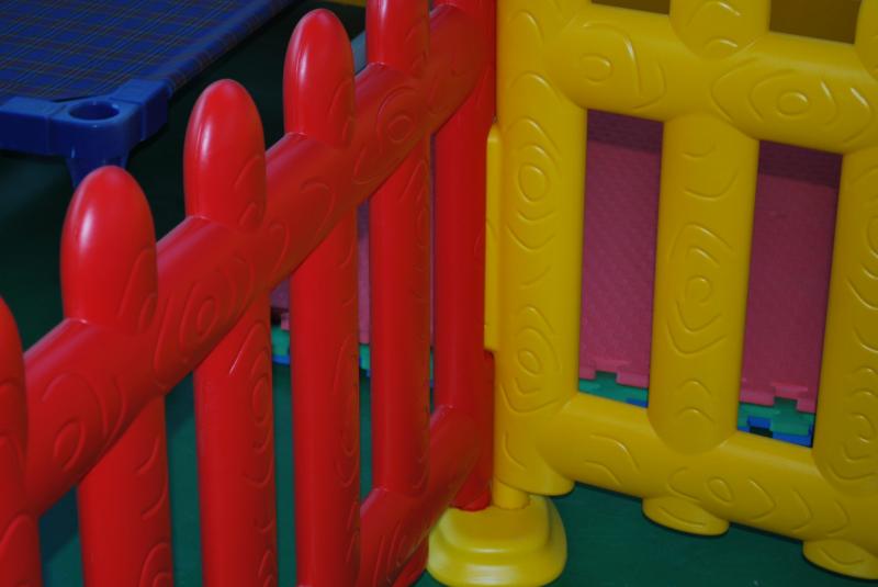 Staccionata in plastica giochi gonfiabili e playground for Arredamento ludoteca usato