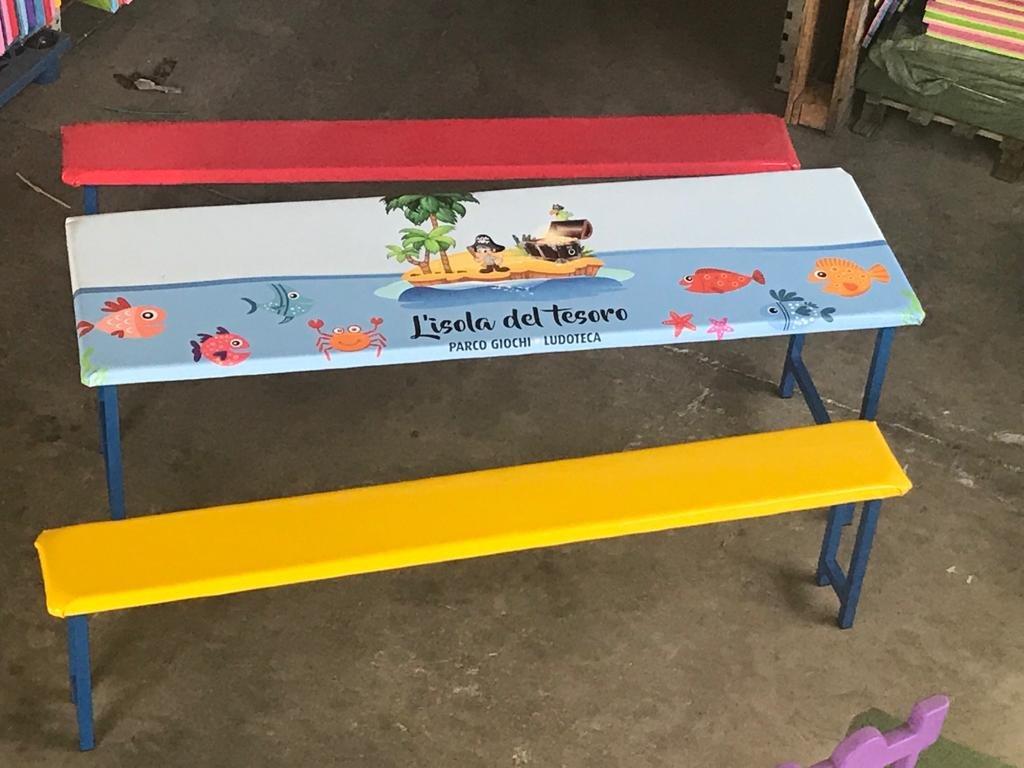 Set tavolo e panche giochi gonfiabili e playground for Arredamento ludoteca usato